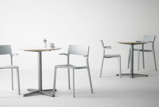 Мебель для кафе - столы и стулья.